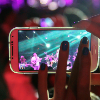 How Smartphones are Enhancing the Live Concert Experience