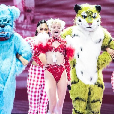 The 10 Best Concert Tour Costumes Of 2014