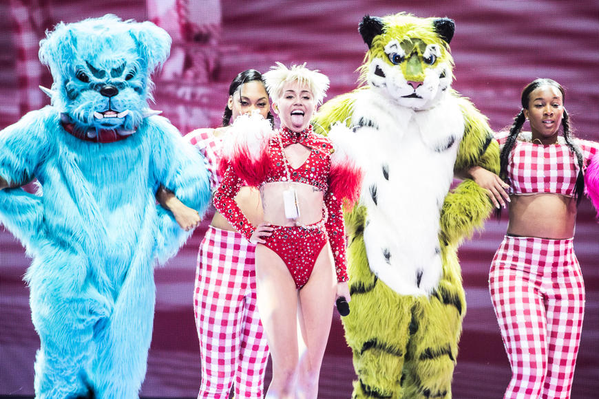 The 10 Most Creative Concert Tour Costumes Of 2014