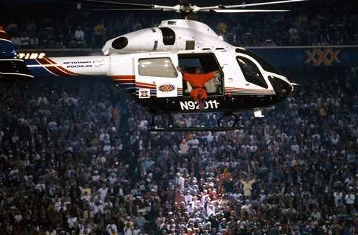 A helicopter picks up Diana Ross after the halftime show of Super Bowl XXX on Jan. 28, 1996, at Sun Devil Stadium in Tempe, Arizona. The Dallas Cowboys defeated the Pittsburgh Steelers 27–17. (Kevin Terrell via AP)