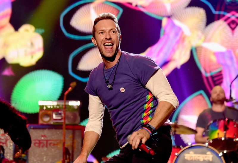 Recording artist Chris Martin of Coldplay performs onstage during the 2015 American Music Awards at Microsoft Theater on November 22, 2015 in Los Angeles, California. (Photo by Frazer Harrison/AMA2015/Getty Images for dcp)