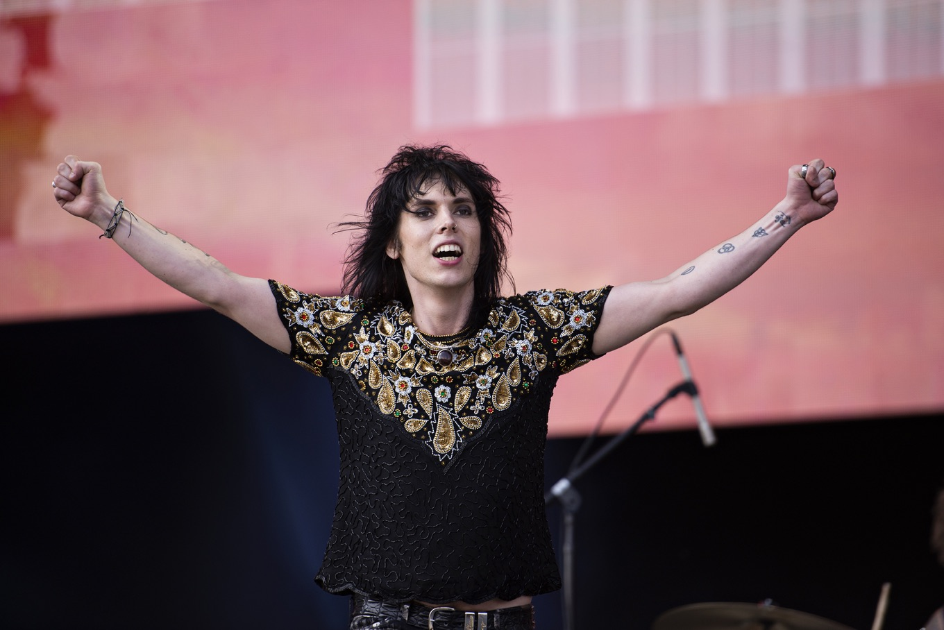 See What Happens Backstage With The Struts Before They Hit The Stage