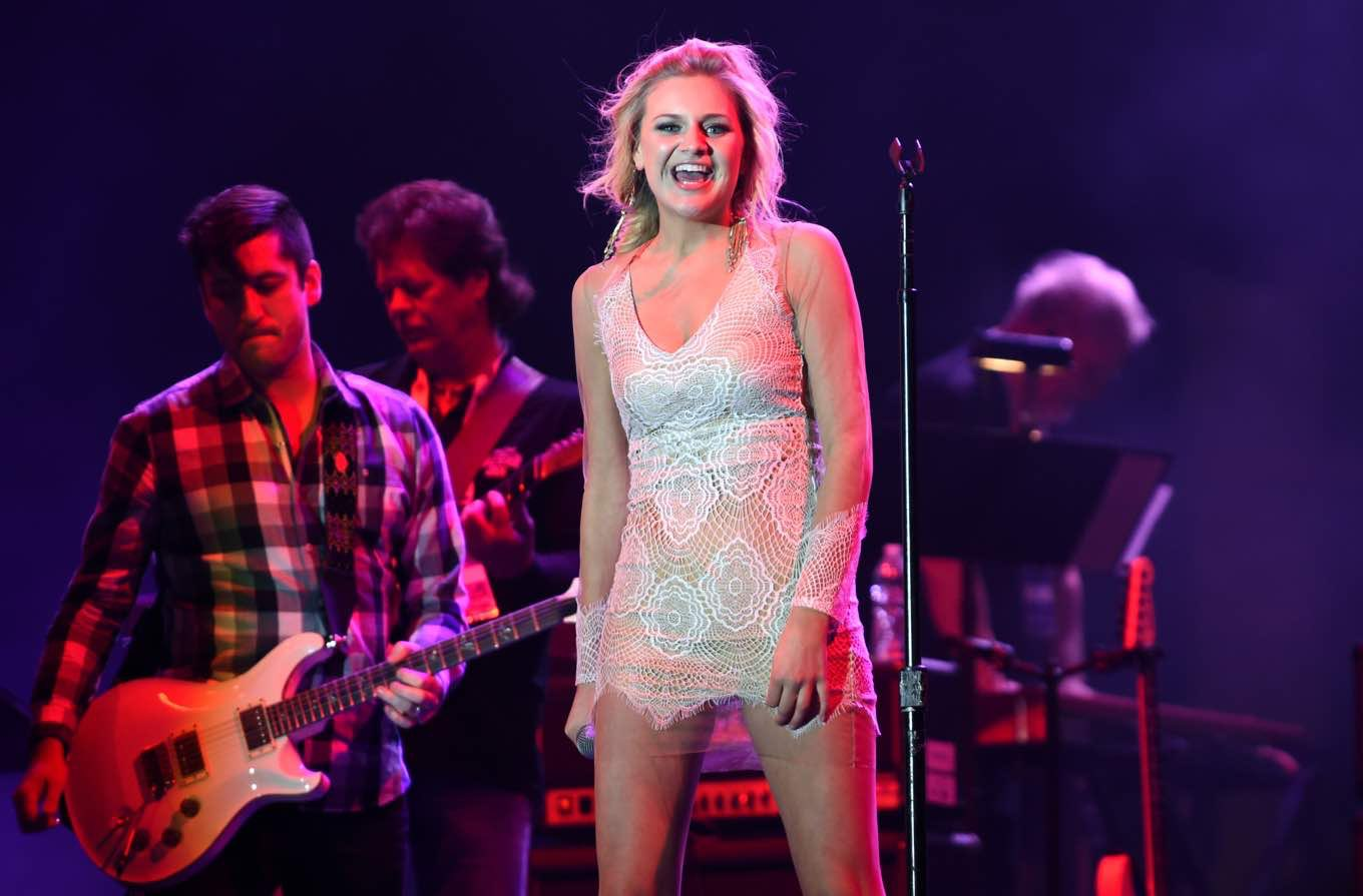 Kelsea Ballerini Talks ACM Awards, #FirstLastNext & Fave Emoji