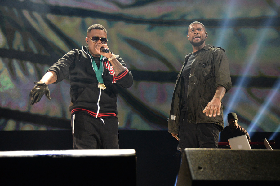 Nas (L) and singer-songwriter Usher perform onstage during TIDAL X: 1020 Amplified by HTC at Barclays Center of Brooklyn on October 20, 2015 in New York City. (Photo by Kevin Mazur/Getty Images for TIDAL)