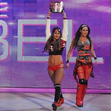 5 Must-See Slams from WWE Divas [Videos]